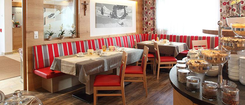 Austria_Ischgl_Hotel_Binta_breakfast.jpg